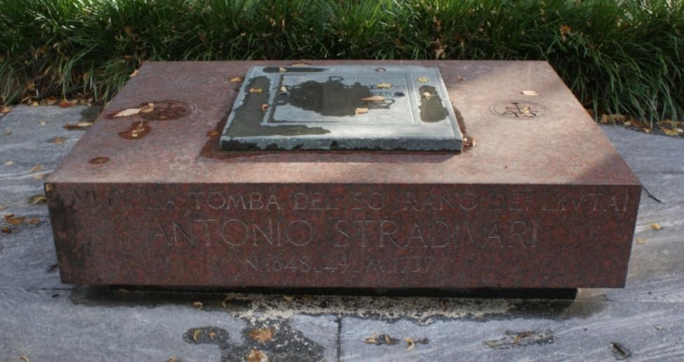 Pietra tombale di A. Stradivari