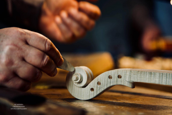 THE ART OF VIOLIN-MAKING