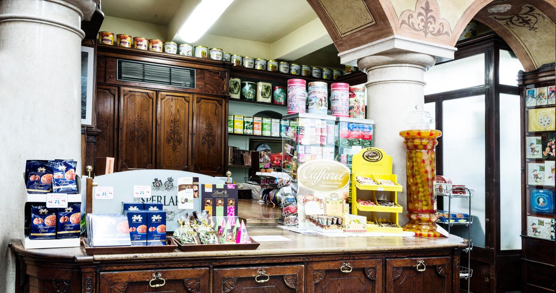 Il negozio Sperlari di Cremona, locale storico d'Italia.