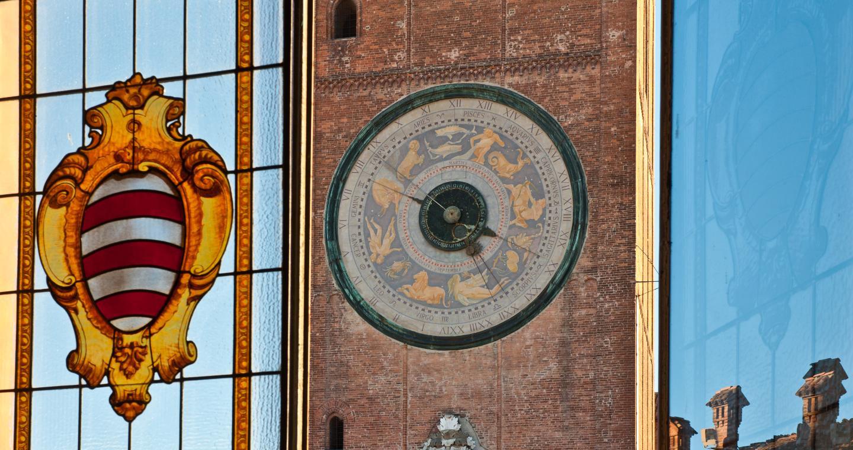Particolare dell'orologio del Torrazzo di Cremona.