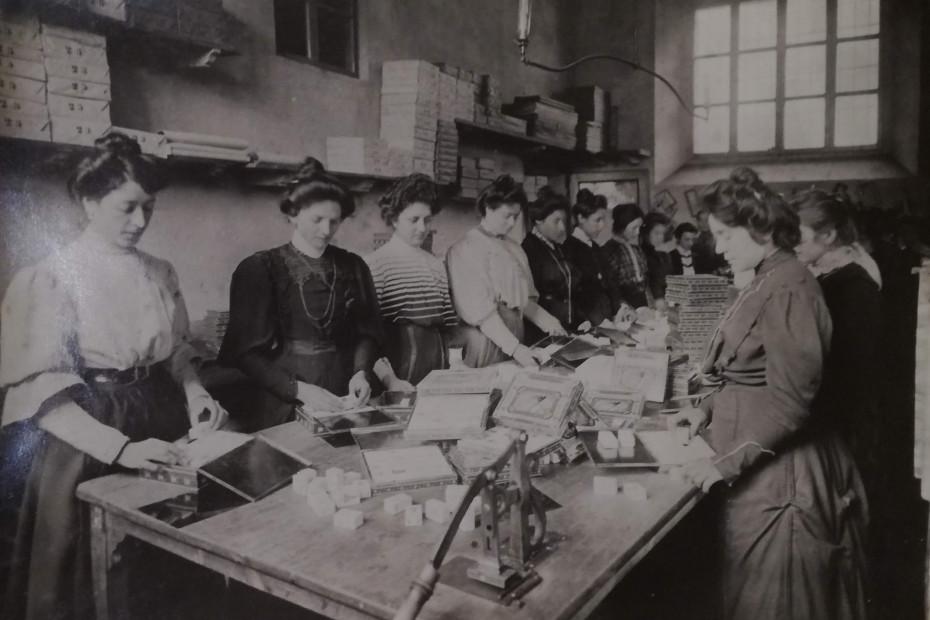 Lavoratrici in fabbrica, le prime a Cremona